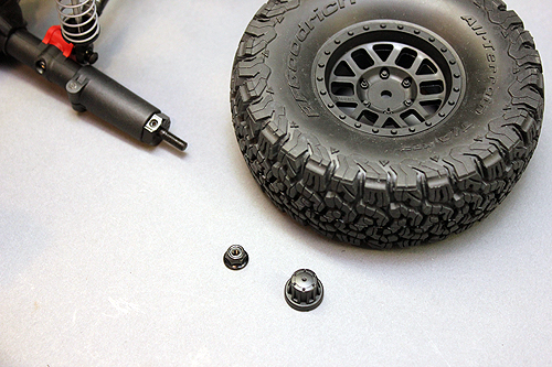 Axial SCX10 Chassis Build 11